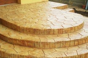 Ejemplo de mortero monocapa flexible, especialmente  indicado en restauración y decoración, simulando piedras, ladrillos, roca, etc...