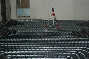 Mortero autonivelante predosificado o de planta, controlado para cubrir suelos radiantes, al tiempo que permite una correcta conductividad térmica del calor.